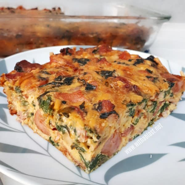 Bacon and Spinach Quiche is a crustless, quick, easy quiche which is ideal for lunch and even filling enough to serve as a light dinner #Quiche #EasyQuiche #CrustlessQiuche