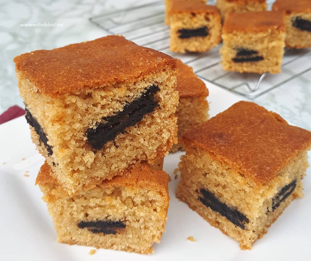 Moist Peanut Butter Oreo Blondies are a quick and easy sweet treat to make, loaded with peanut butter and stuffed with Oreo cookies !