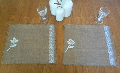 No-Sew Rose & Lace Burlap Placemats      #fabricstenciling #stencil #nosew #burlap #crafts #placemats