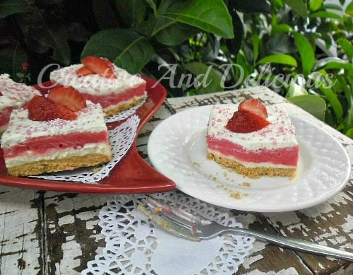 Strawberry Cream Cheesecake ~ creamy, refreshing and delicious! #StrawberryCheesecake #Desserts #ValentinesDesserts
