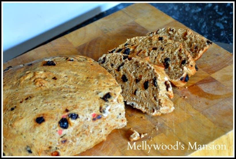 Breadmaker Fruit Bread ~ Delicious, easy and perfect for tea-time ! #BreadmakerBread #BreadRecipe #FruitBread