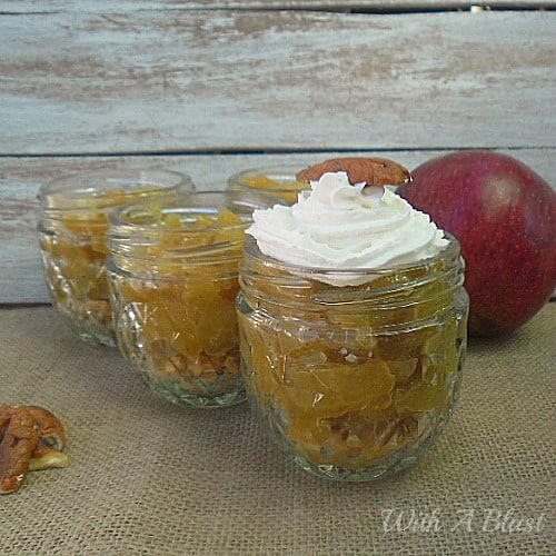 Apple Pie Jars is an all time popular Apple Pie, but in a Jar ! No-bake, no-fuss with these buttery, syrupy, spicy desserts