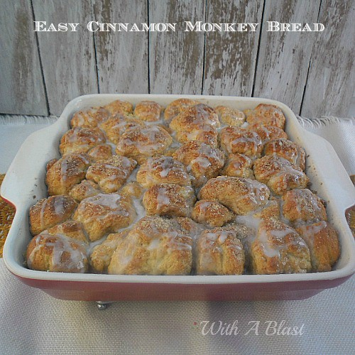 Easy Cinnamon Monkey Bread ~ Crusty top, with an icing drizzle and the bottom is drenched in a buttery brown sugar syrup #MonkeyBread #SweetSnacks #Breakfast #Dessert