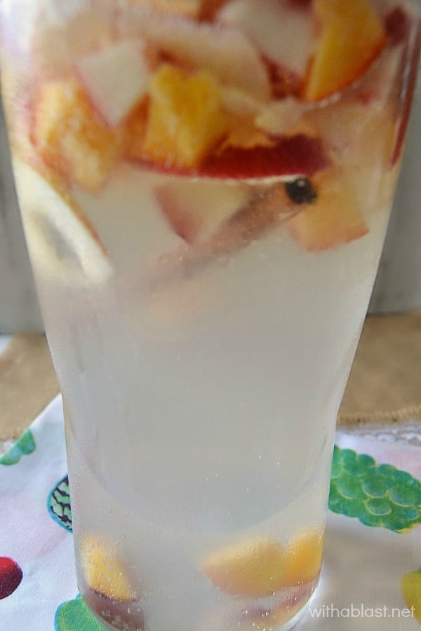 Apple Peach Sparkler ~ Low calorie, healthier choice with this Apple Peach Sparkler to quench your thirst on hot days