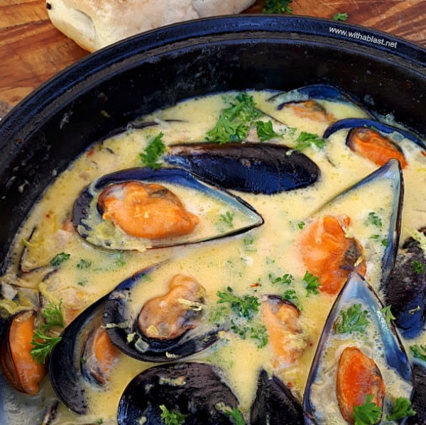 Mussels in lemon garlic-butter sauce